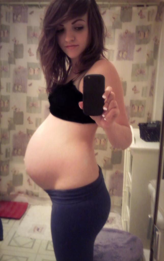 【外人】生中出し種付けセックスをして妊娠中の人妻が自画撮りしてるポルノ画像 1417