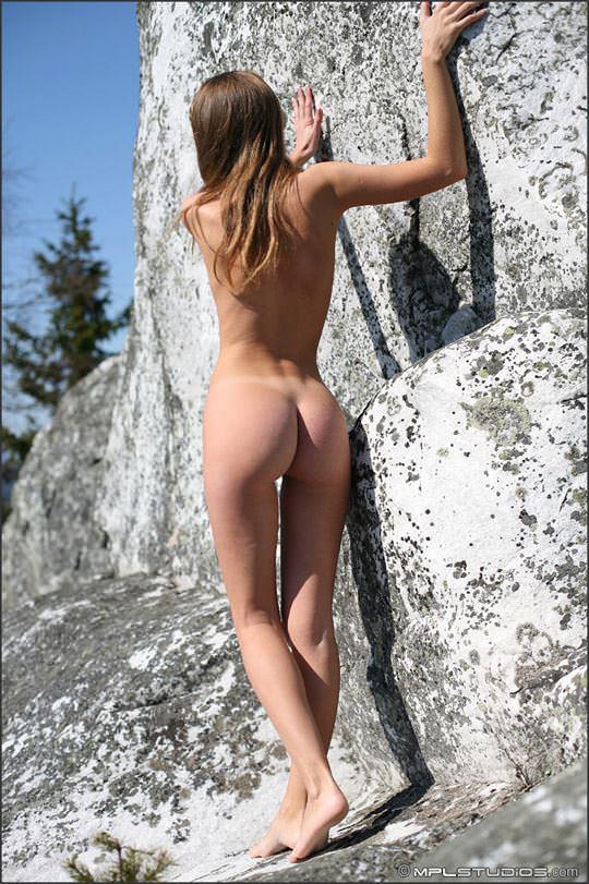 【外人】ロシアの妖精 マーシャ(Masha)18歳が見せる天真爛漫な野外露出のヌードポルノ画像 1435