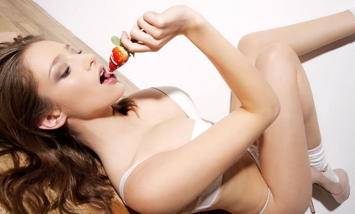 【外人】感動的な究極の巨乳おっぱいを持つエミリー・ショウヌード(Emily Shaw)のヌードポルノ画像 1447
