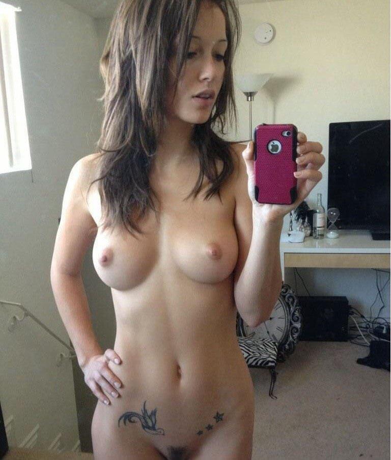 【外人】海外の素人娘の自画撮りが暴走しておっぱいやお尻を世界に晒すポルノ画像 15120