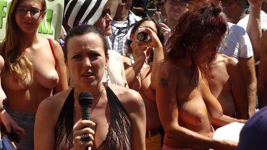 【外人】ヴェネツィアビーチで開催されたトップレスデーで3年分の素人おっぱい見放題のポルノ画像 1523
