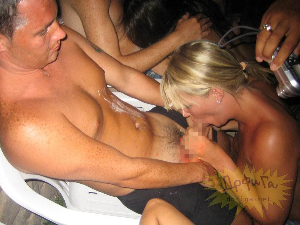 【外人】酒のんでエロくなり過ぎちゃったピチピチ素人娘がフェラまでサービスしちゃうポルノ画像 1579