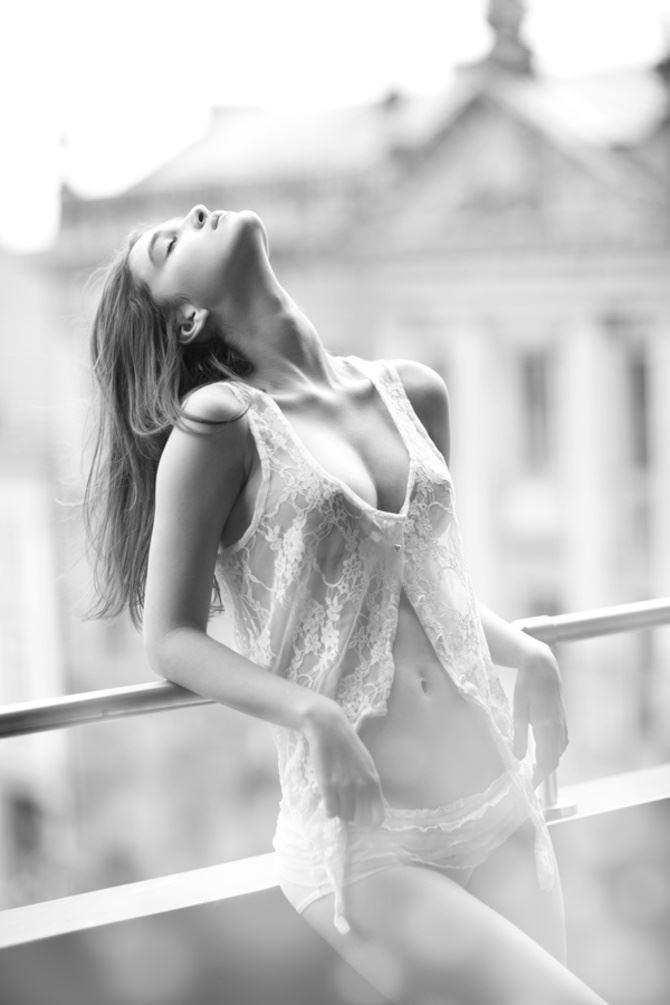 【外人】鋭い眼光に惹き込まれるポーランド人モデルのポーラ・バルチンスカ(Paula Bulczynska)のセクシー巨乳おっぱいポルノ画像 159