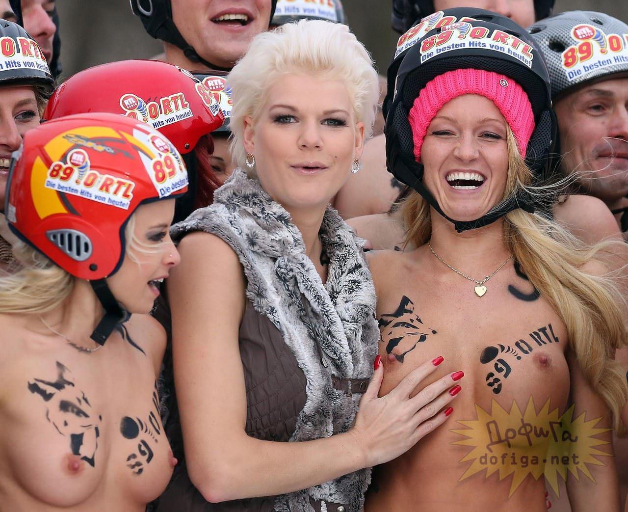 【外人】ドイツのヌードソリ世界選手権2014で金髪美女めっちゃ可愛い露出ポルノ画像 16100