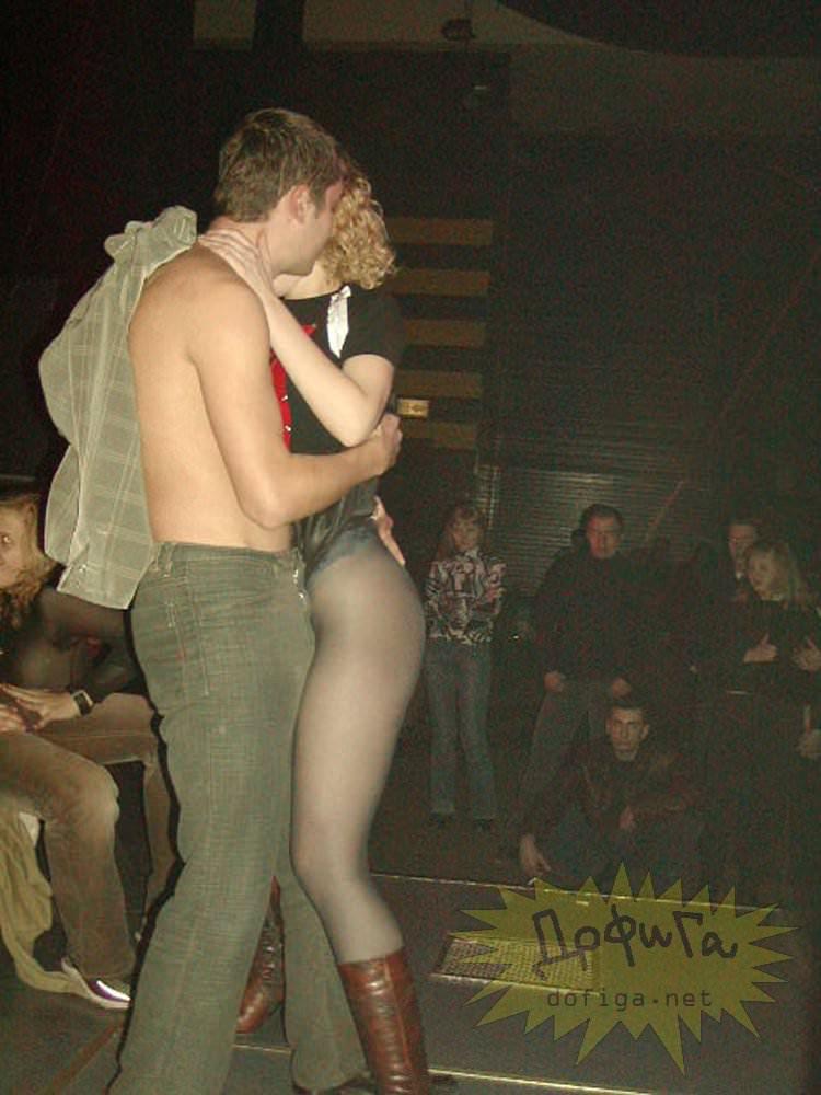 【外人】クラブでアゲアゲになり過ぎて裸になっちゃうウクライナの素人女子たちのポルノ画像 16102