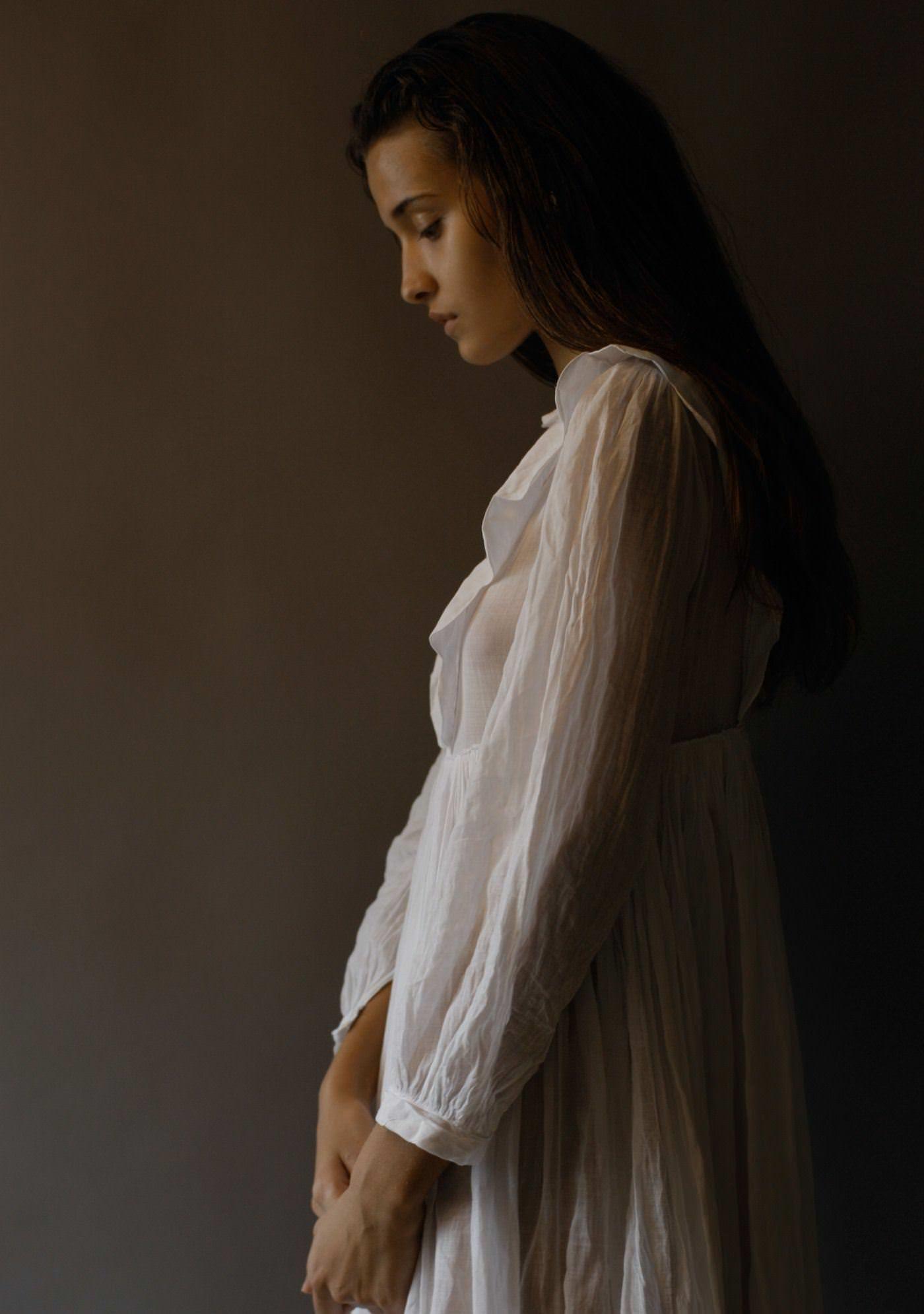 【外人】リサ・ソトニコブ(Lisa Sotnikov)が醸し出す妖艶なセミヌードポルノ画像 16145