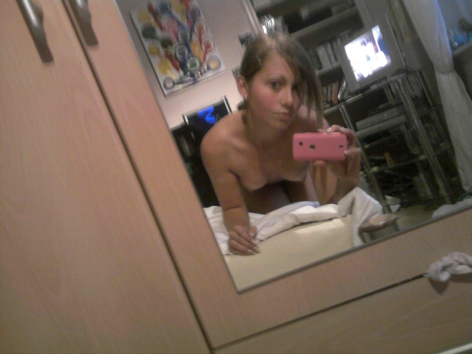 【外人】北欧のちょいブサ素人金髪娘がおっぱいおまんこ自画撮りしてるポルノ画像 16151