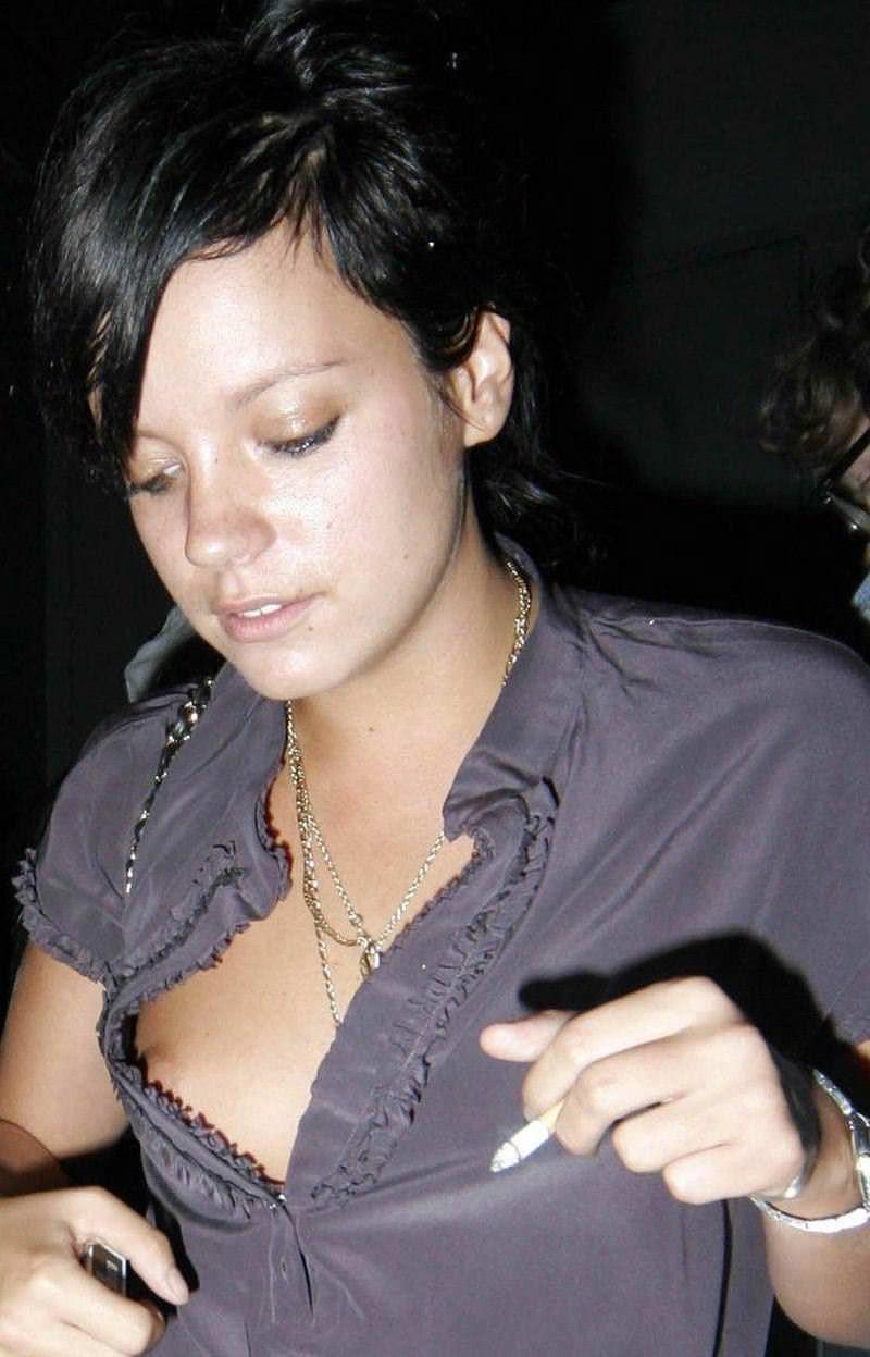 【外人】乳首がポロリしちゃっても全然気にしてない街撮りおっぱいポルノ画像 16152