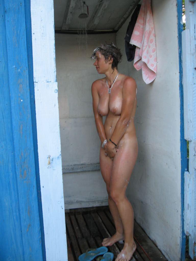 【外人】ヌーディストビーチで爆乳おっぱい全開な素人の金髪お姉さんのポルノ画像 16165
