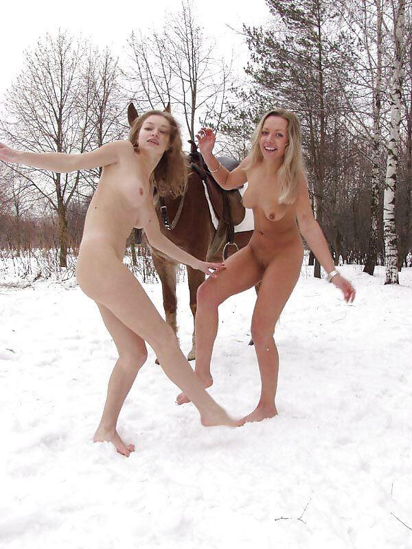 【外人】 20度 30度当たり前のロシアの冬に全裸で雪遊びする露出女のポルノ画像 1620