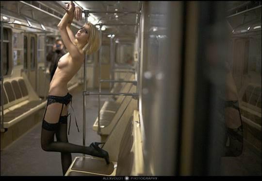 【外人】モスクワの地下鉄で無許可のヌード撮影したロシア人の超絶美少女ポルノ画像 1629