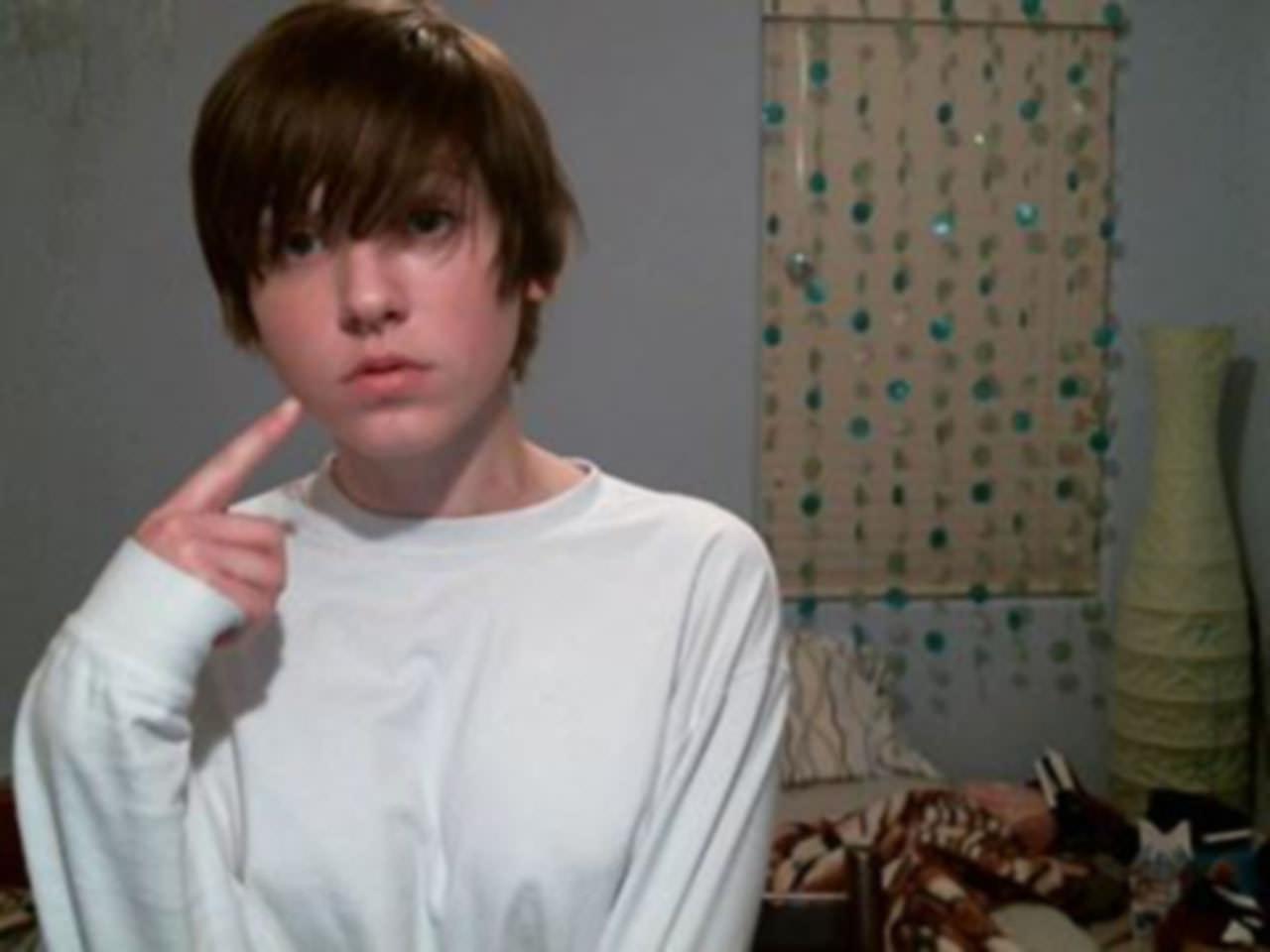 【外人】メンヘラ度全開のロシアンパイパン美少女の自画撮りライブチャットポルノ画像 17139