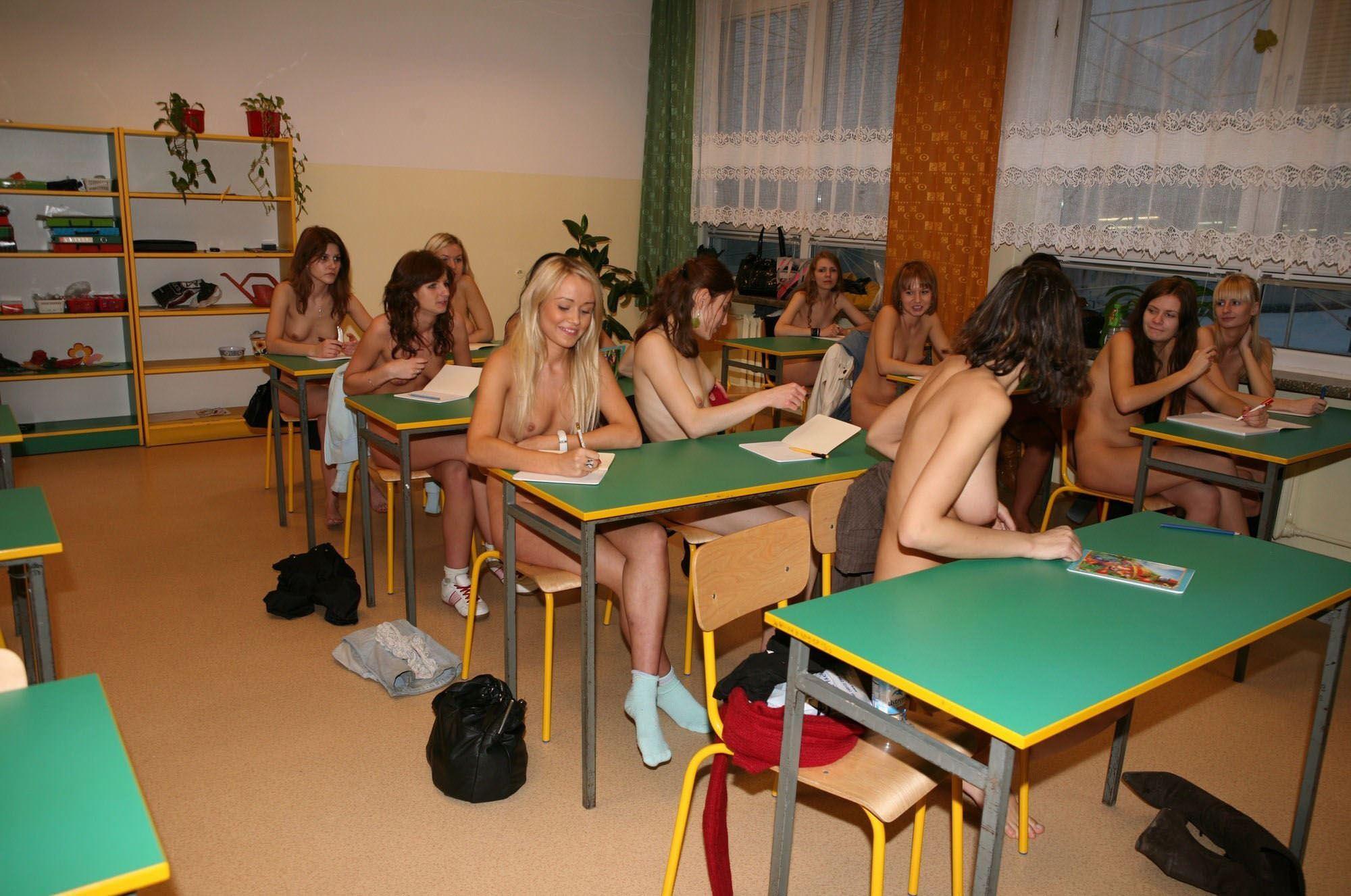 【外人】素っ裸のオールヌードで授業を受けるクラスのおふざけポルノ画像 17180