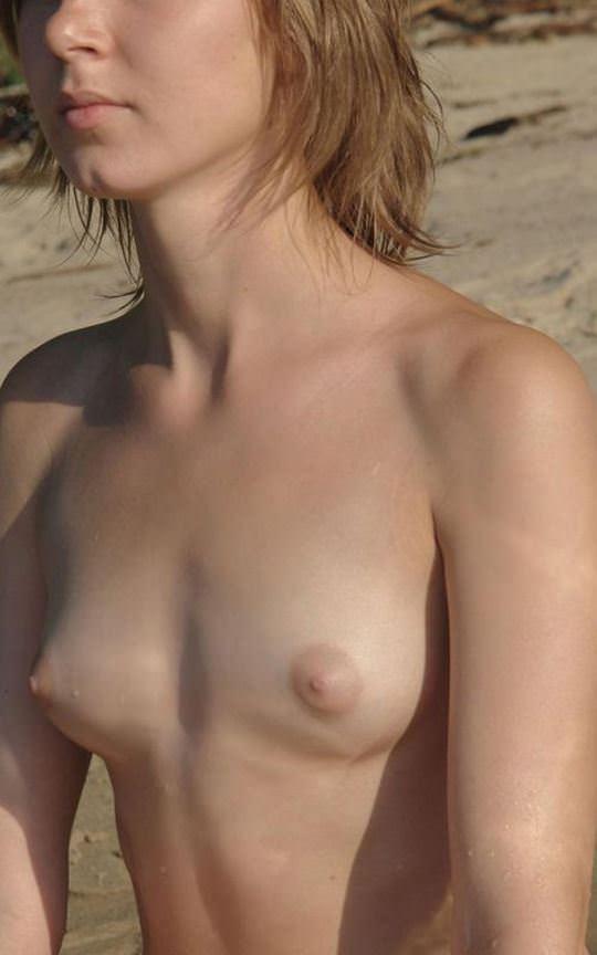 【外人】ヌーディストビーチに居る可愛い系の女子を集めた露出ポルノ画像 1732