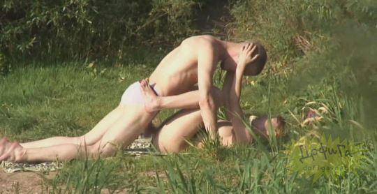 【外人】素人カップルが自然の中で青姦セクロスしてる盗撮ポルノ画像 1742