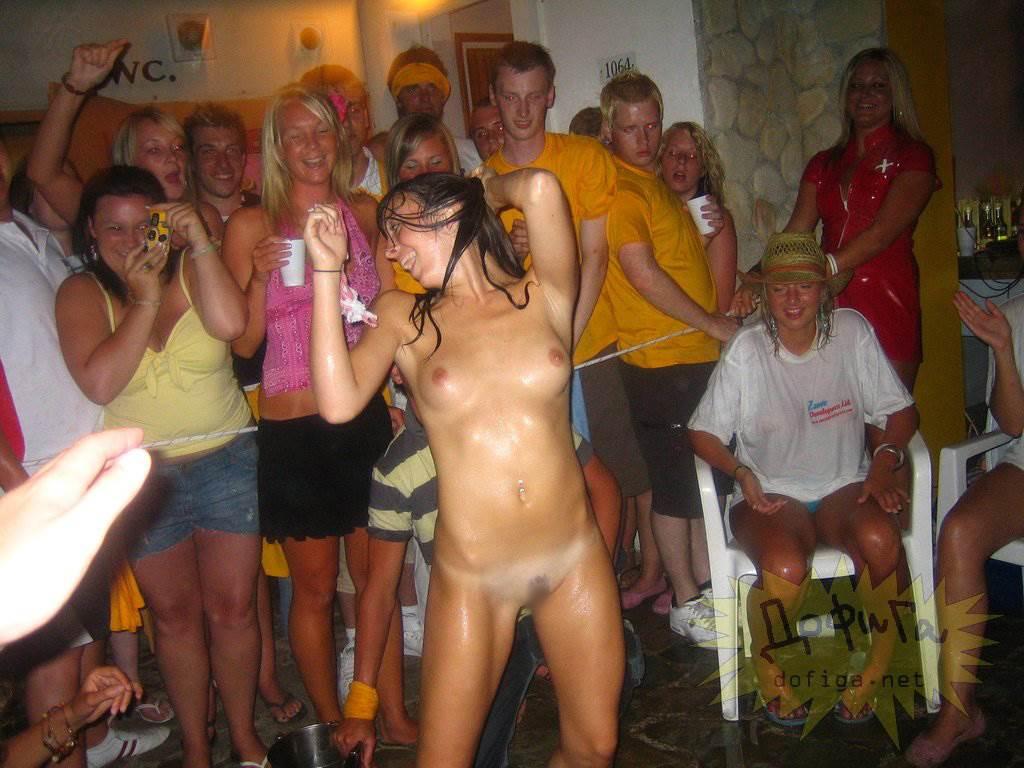 【外人】酒のんでエロくなり過ぎちゃったピチピチ素人娘がフェラまでサービスしちゃうポルノ画像 1771