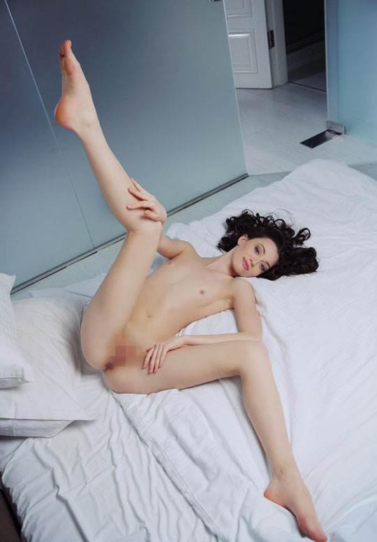【外人】ハンガリー出身の美人ヌードモデルのザネット・トメイ(Zsanett Tormay)の貧乳おっぱいがエロ過ぎるポルノ画像 1798