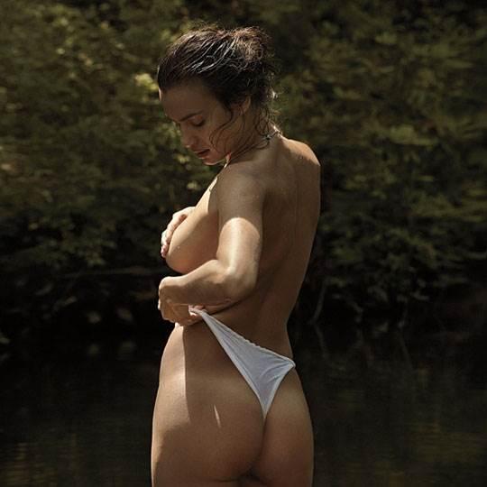 【外人】クリスティアーノ・ロナウド(Cristiano Ronaldo)のとんでもなく美人な恋人イリーナ・シェイク(Irina Shayk)の巨乳おっぱいポルノ画像 1880