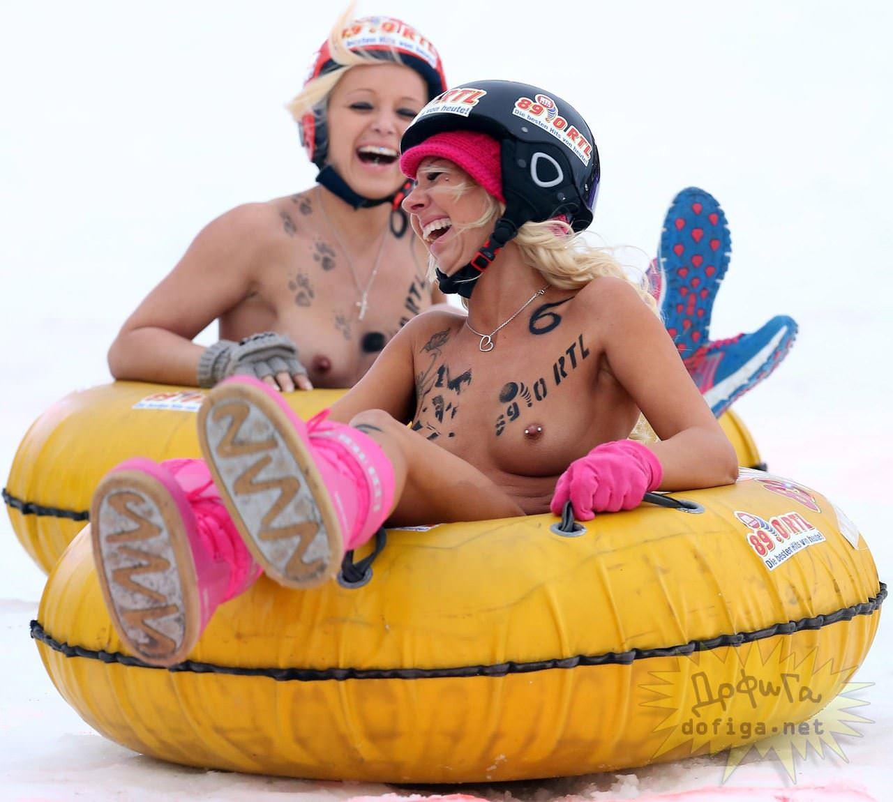 【外人】ドイツのヌードソリ世界選手権2014で金髪美女めっちゃ可愛い露出ポルノ画像 1889