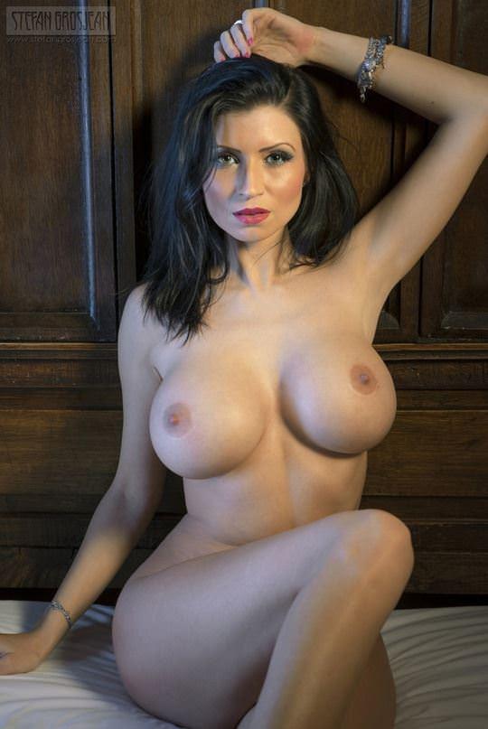 【外人】爆乳をプルンプルンさせても違和感がない海外美女のポルノ画像 19104