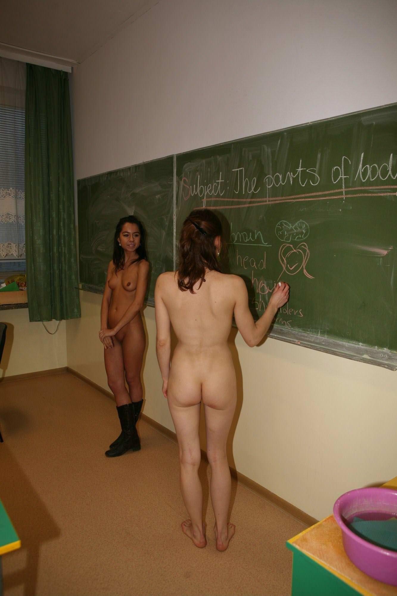 【外人】素っ裸のオールヌードで授業を受けるクラスのおふざけポルノ画像 19164