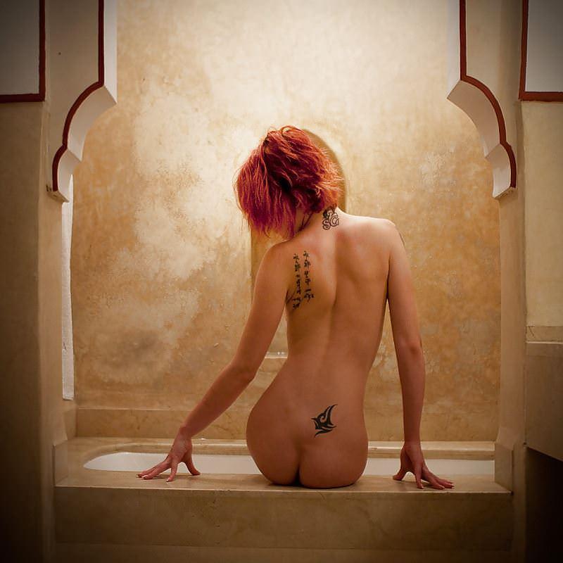 【外人】白人美女の真っ白な体に掘られたタトゥーが美しいポルノ画像 19180