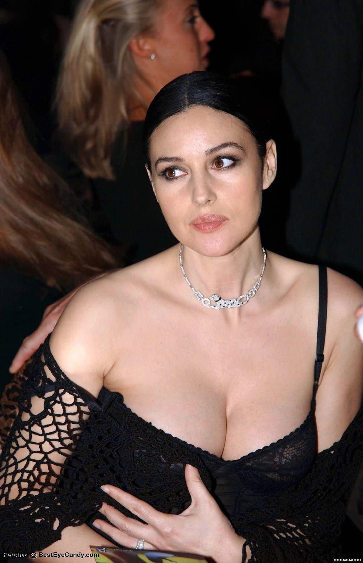 【外人】イタリア人女優モニカ・ベルッチ(Monica Bellucci)の大胆おっぱい露出ポルノ画像 1962