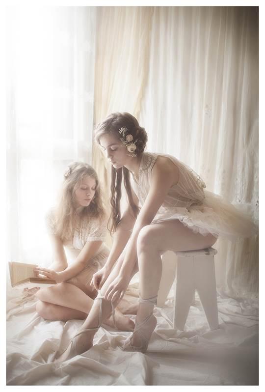 【外人】芸術的美しさを感じる美少女たちのセミヌードポルノ画像 1977