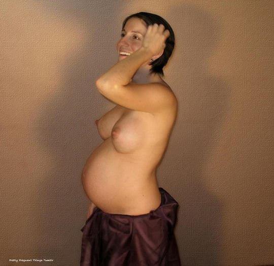 【外人】臨月の妊婦さんがオールヌードさらす人妻ポルノ画像 1978