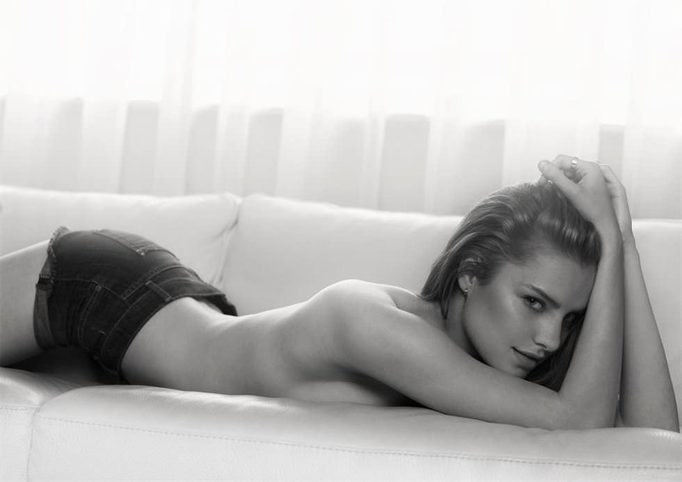 【外人】ポスターの様な綺麗なセミヌードもめっちゃ抜けるポルノ画像 20104