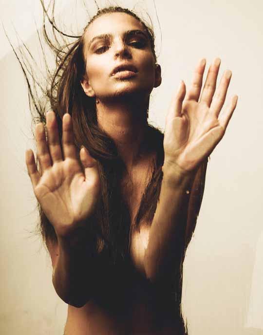 【外人】英国モデルのエミリー・ラタコウスキー(Emily Ratajkowski)の大胆なおっぱいフルヌードポルノ画像 2026