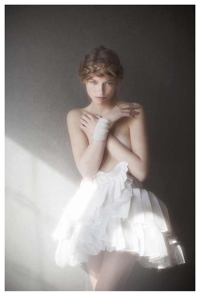 【外人】女性写真家ヴィヴィアン・モクが映し出す芸術的なセミヌードポルノ画像 2037