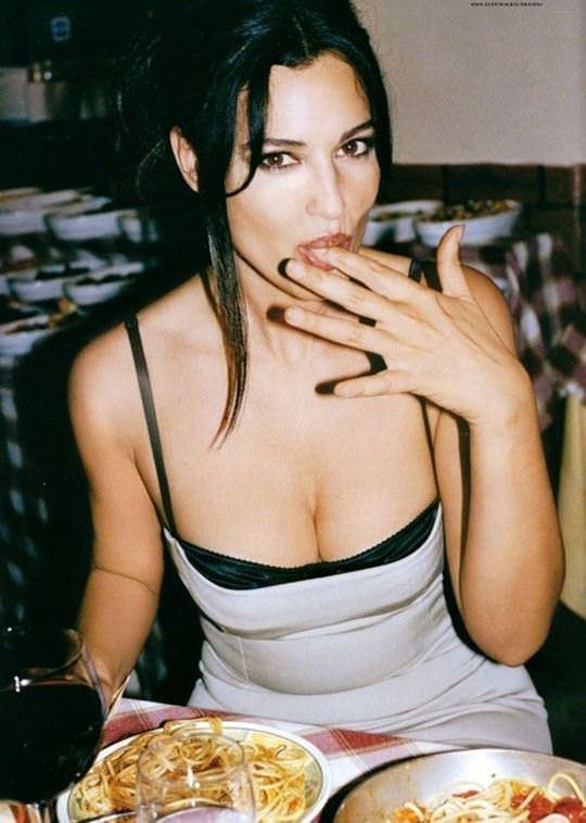 【外人】イタリア人女優モニカ・ベルッチ(Monica Bellucci)の大胆おっぱい露出ポルノ画像 2057