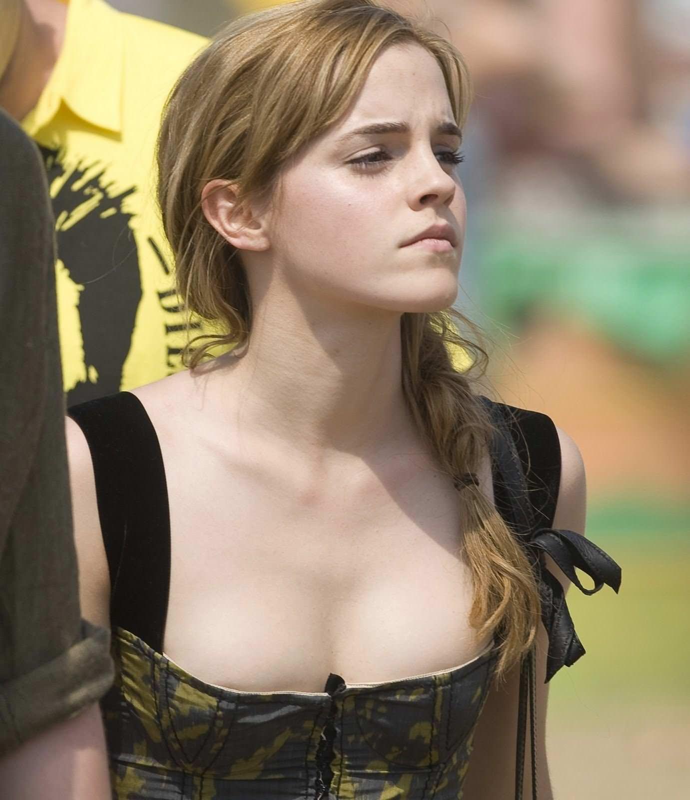 【外人】激カワセレブのエマ・ワトソン(Emma Watson)の胸チラぽろりなおっぱい流出ポルノ画像 2106