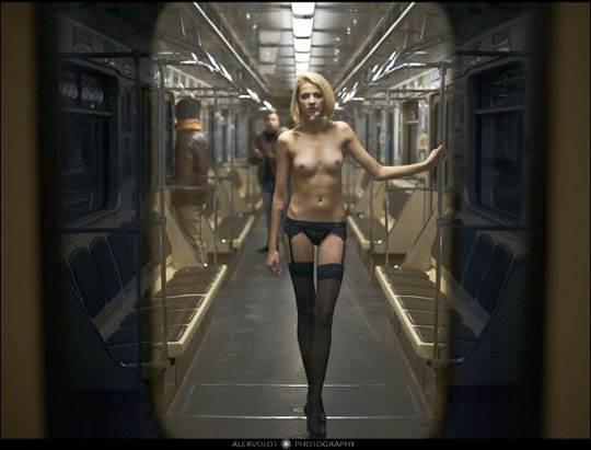 【外人】モスクワの地下鉄で無許可のヌード撮影したロシア人の超絶美少女ポルノ画像 2124