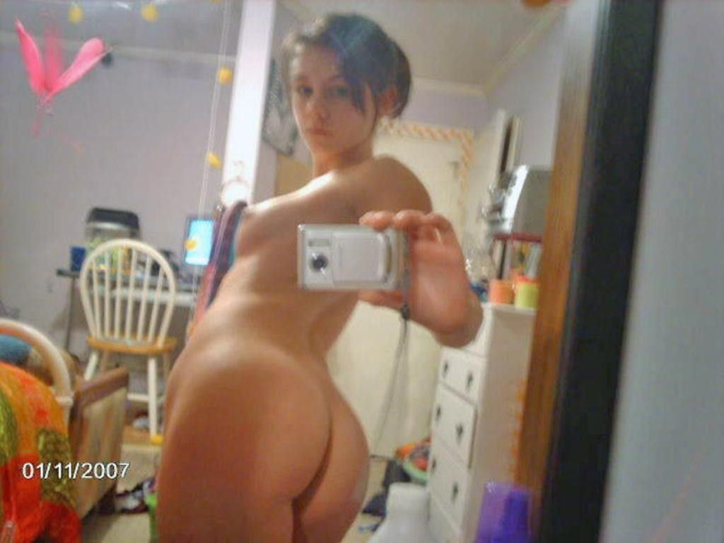 【外人】素人娘が鏡越しに自慢のグラマラスボディを自画撮りするポルノ画像 216