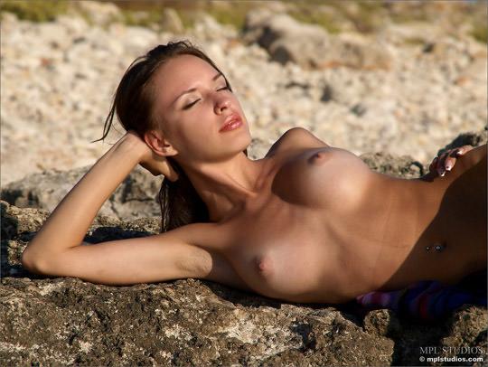 【外人】まるで作り物の様に綺麗な裸をしている白人美女たちのポルノ画像 2166