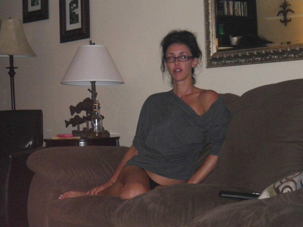【外人】旦那の趣味でパイパンまんこやフェラしてる姿を撮られた巨乳人妻のポルノ画像 2187