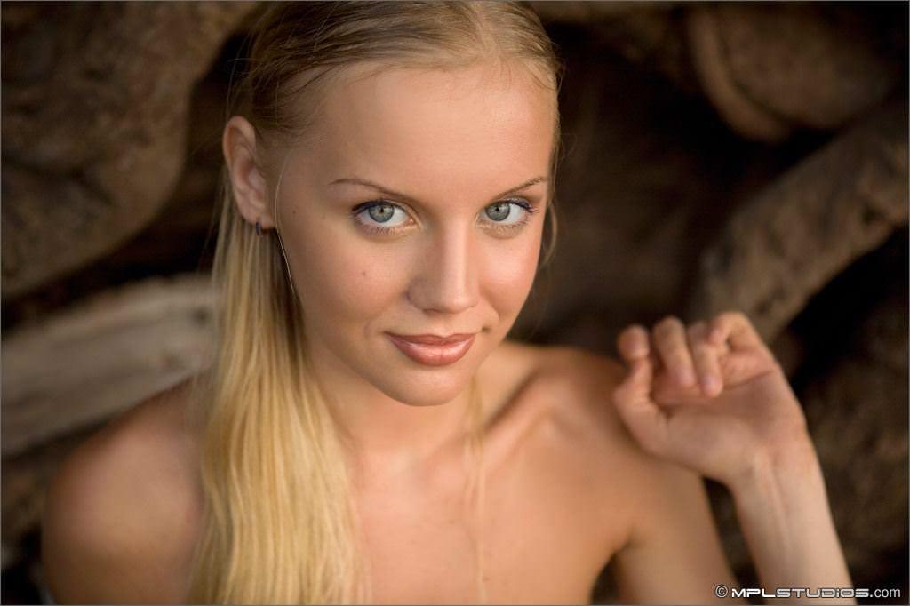 【外人】乳首がめっちゃ美しい貧乳おっぱいサラー(Sarah)姫のフルヌードポルノ画像 22121