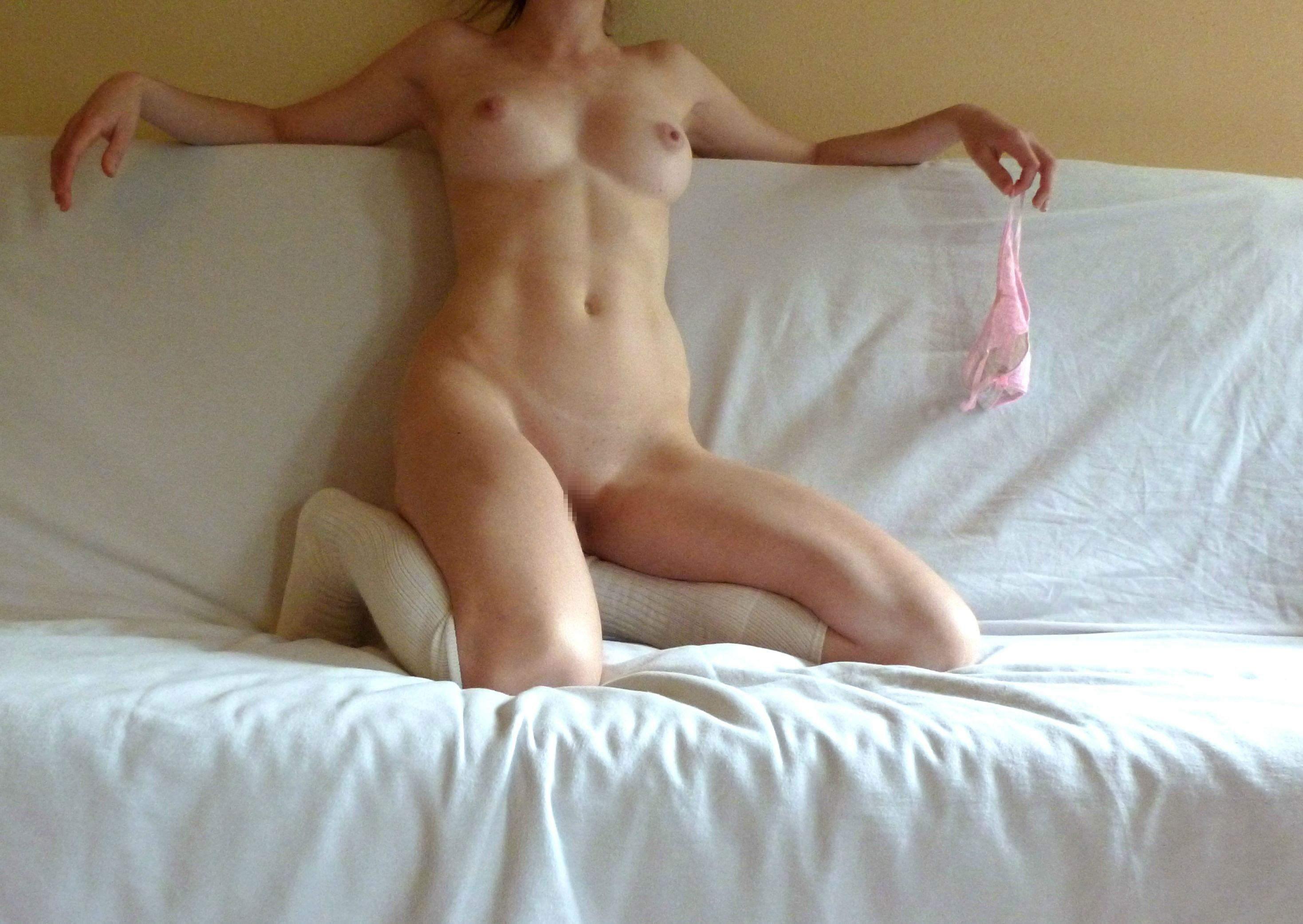 【外人】外人の癖に顔見せNGな巨乳おっぱいとおまんこの自画撮りポルノ画像 2216