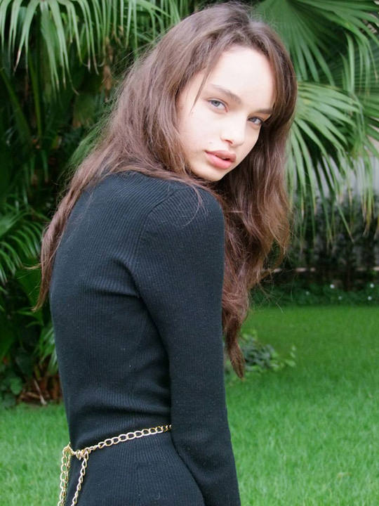【外人】ブラジル人モデルのルマグローテ(Luma Grothe )が眼力で魅了するセミヌードポルノ画像 2218