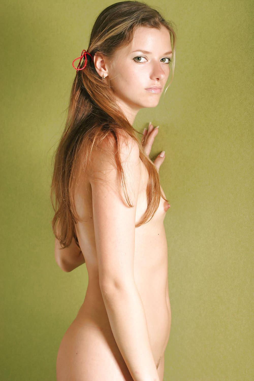 【外人】外人なのに貧乳おっぱいなのがめっちゃ抜けるポルノ画像 22188