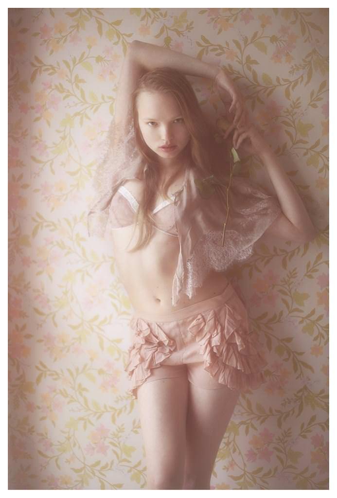 【外人】女性写真家ヴィヴィアン・モクが映し出す芸術的なセミヌードポルノ画像 2233