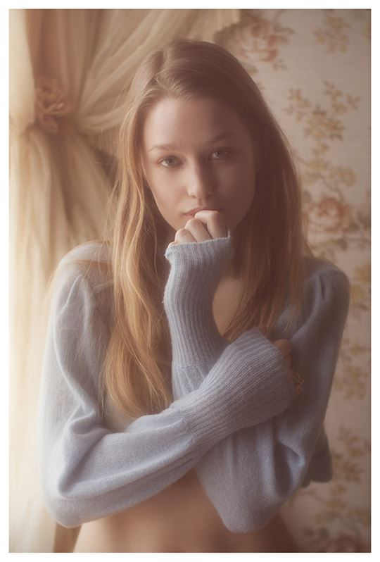 【外人】欧州の美少女たちが完全に天使なセミヌードポルノ画像 2240