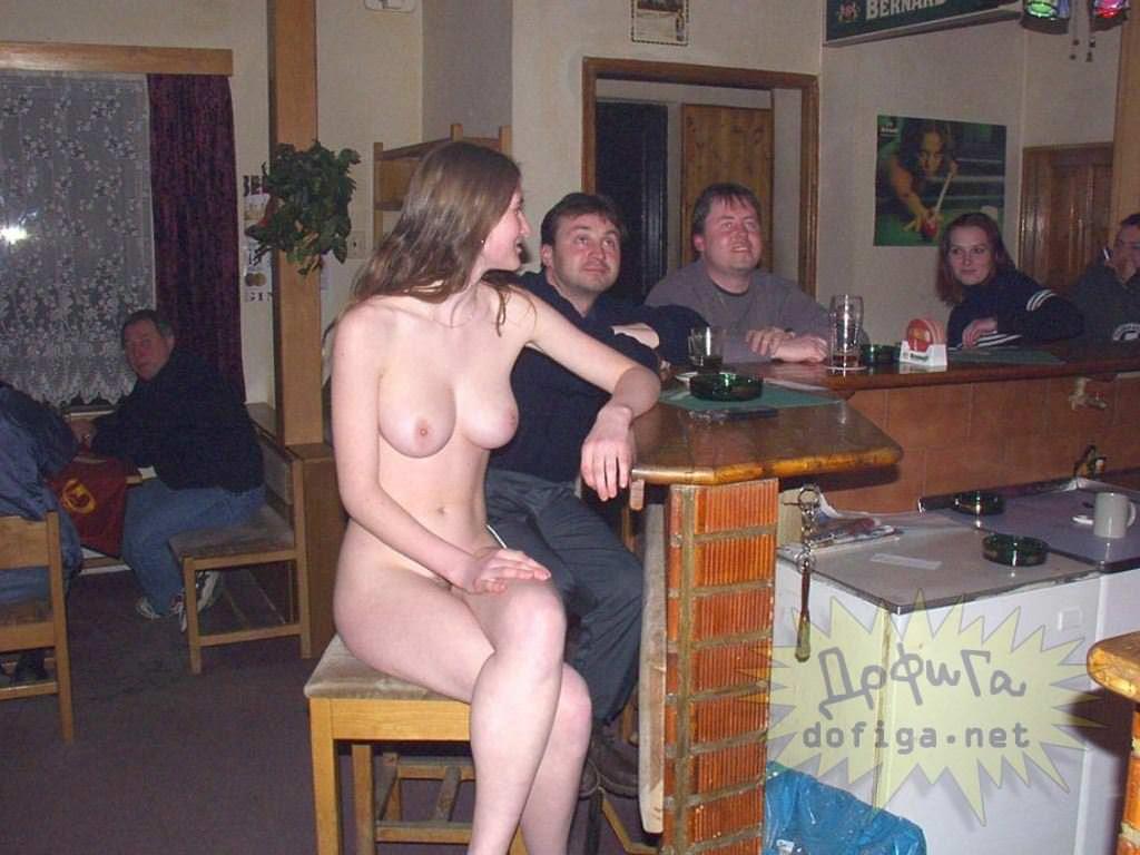 【外人】勿体ぶらずにバンバン全裸を晒すロシア人の露出狂ポルノ画像 2264