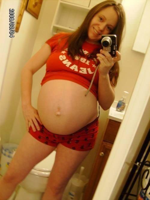 【外人】生中出し種付けセックスをして妊娠中の人妻が自画撮りしてるポルノ画像 2310