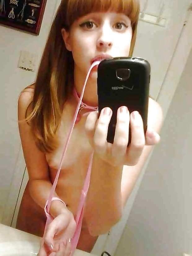 【外人】急に大人の体つきになった美少女たちの自画撮りポルノ画像 23128