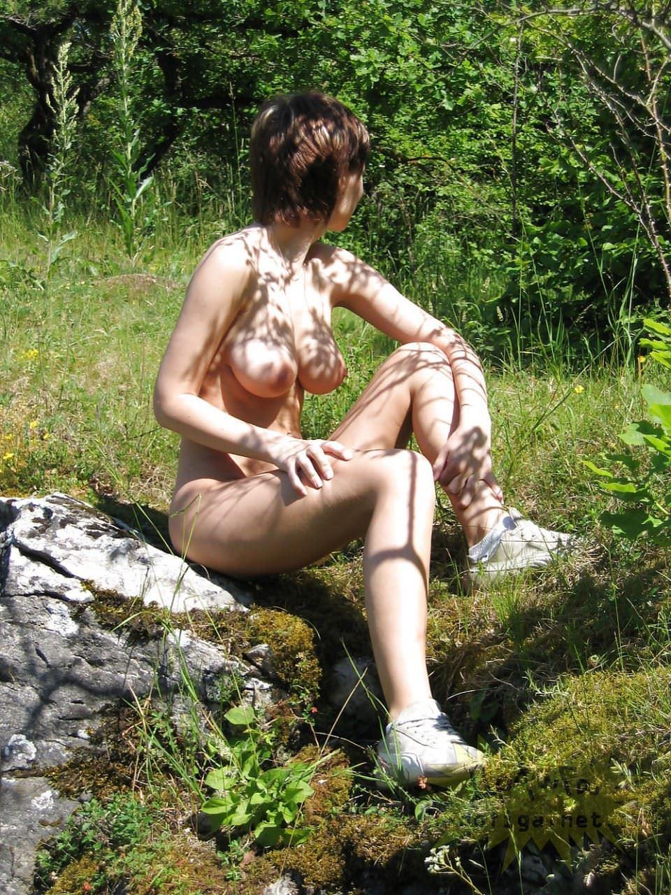 【外人】素人の白人巨乳娘がおっぱい記念撮影しまくってるポルノ画像 2366