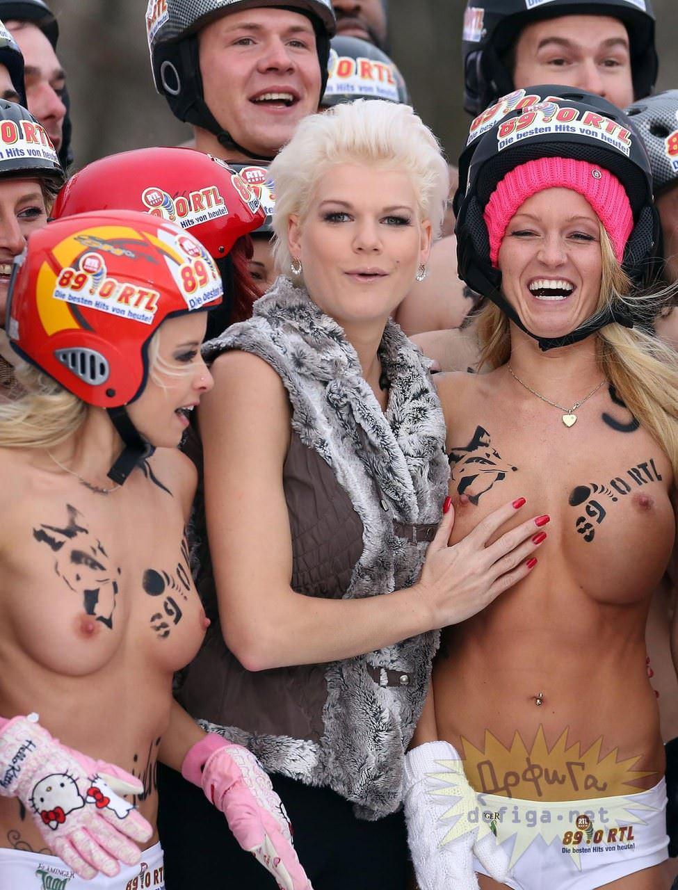 【外人】ドイツのヌードソリ世界選手権2014で金髪美女めっちゃ可愛い露出ポルノ画像 2367