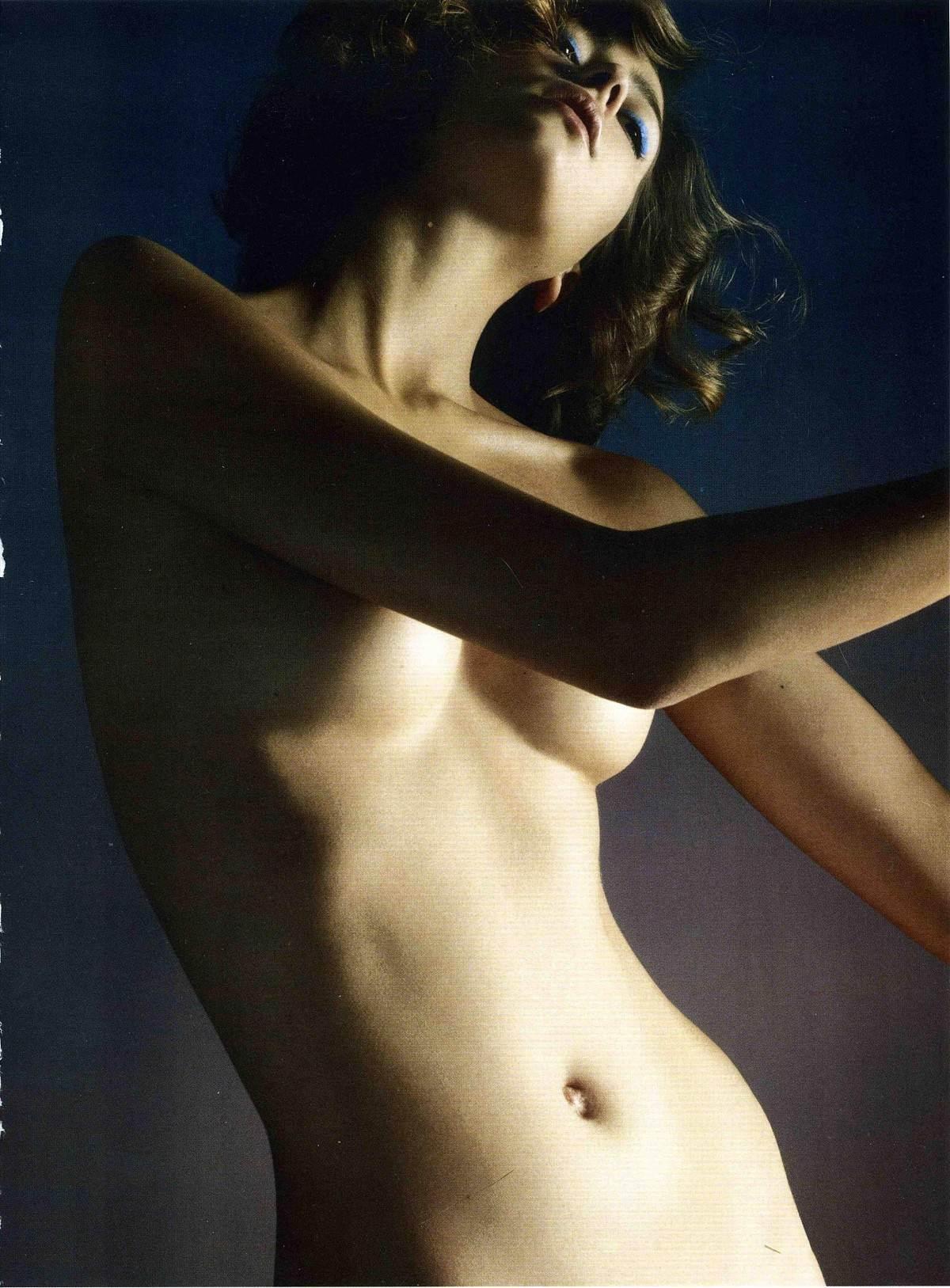 【外人】フランス人スーパーモデルのモルガン・デュブレ(Morgane Dubled)がファッション誌で乳首をさらるおっぱいポルノ画像 2376